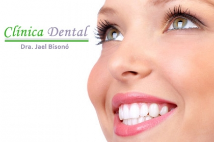 ¡Luce una Sonrisa Hermosa! Aprovecha y Paga  RD$800 en vez de RD$2,500 por Evaluación + Destartraje + Limpieza Profunda con Cavitrón + un Kit Dental Gratis en la Clínica Dental Dra. Jael Bisonó.