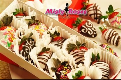 Â¡Magnificas fresas para disfrutar! Paga RD$800 en vez de RD$1,600 por Caja de fresas (1 docena) con decoraciones variadas en Misty Roses.