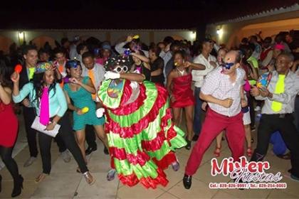 ¡La mejor fiesta de tu vida! Paga RD$15,000 en vez de RD$35,000 por Combo de fiesta: Sonido profesional + 1 Hora de estación fotográfica + Hora loca con Mister Fiestas.