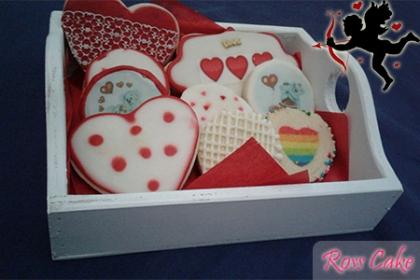 ¡Endúlzale el día! Paga RD$600 en vez de RD$1,200 por 1 Bandeja con 7 galletas decoradas en forma de Corazón, circulo y pizarra con mensajes de I love u, Te amo o Te quiero en Ross Cake.