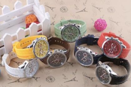 Â¡Reloj De Hombre, para que Luzca Elegante y a la Moda! Paga RD$399 en vez de RD$1,090 por Reloj de Hombre Geneva, varios colores a elegir en Yami Accesories.