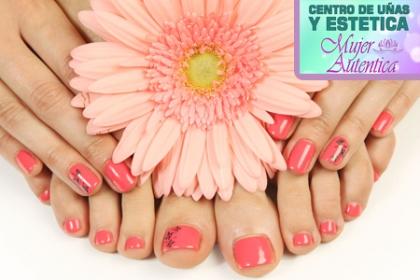 ¡Luce unas hermosas uñas en gel! Paga RD$445 en vez de RD$1,350 por Manicure + Pedicure + Pintada de manos en gel permanente en Mujer Autentica Centro de Uñas y Estética.