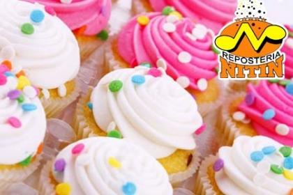 ¡Celebra con Cupcakes! Paga RD$299 en vez de RD$600 por 24 Cupcakes decorados con Suspiro y empacados en Repostería Nitin.