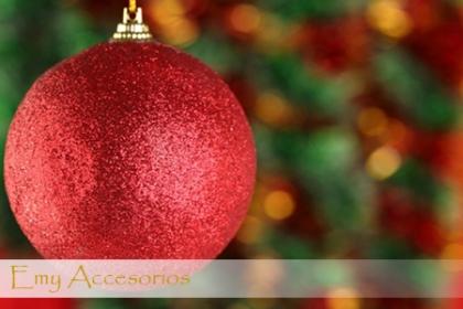 ¡Una navidad con brillo y color! Paga RD$50 en vez de RD$100 por 6 Bolas Navideñas en Emy Accesorios.