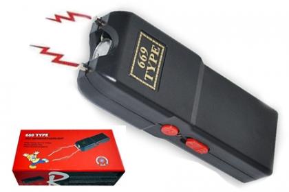 ¡Siempre Protegid@! Paga RD$450 en vez de RD$1,090 por Pistola Eléctrica Auto Defensa + Cargador + Linterna 4800kv  + Estuche en Brand Accesories.