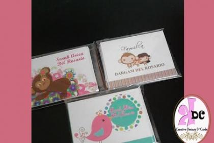 Â¡El detalle perfecto! Paga  RD$396 en vez de RD$850  por Pack  de 12 De tarjetas personalizadas  para regalos + 12  Sobres + 18 tags adhesivos 2 1/2 x 2 pulgadas + Caja decorada + 5% de descuento en productos y servicios en Creaciones KDC By Stephanie Adames.