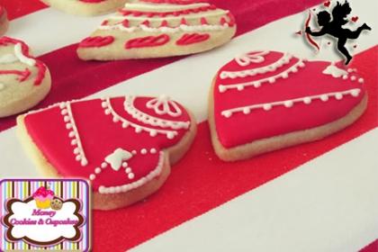 ¡El regalo ideal en San Valentín! Paga RD$390 en vez de RD$800 por Arreglo con 8 galletas en forma de corazón o labios con la frese I love u o Te amo en Money Cookies and Cupcakes.