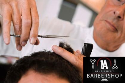¡Consiéntase al mejor precio! Paga RD$495 en vez de RD$1,100 por Corte de pelo + Lavado de cabeza con línea + Secado + Barba + Manicure + Pedicure + Facial Profundo en 1A Barber Shop.